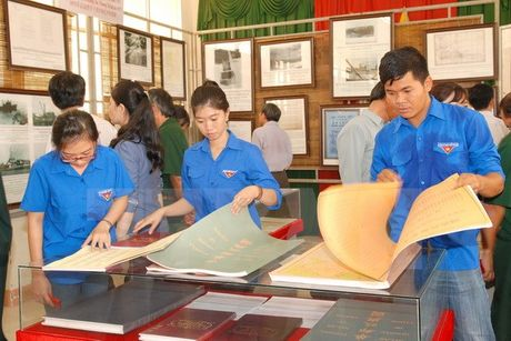 Trung bay tu lieu Hoang Sa, Truong Sa cua Viet Nam tai Binh Thuan - Anh 1