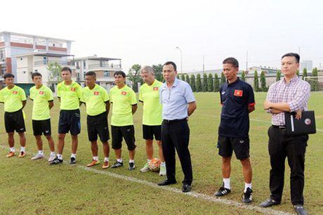 DIEM TIN TOI (5.10): Cong Vinh cau xin 'dac an' tu CDV - Anh 3