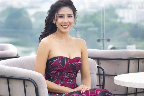 Nguyen Loan khoe ve sexy truoc ngay sang My thi hoa hau - Anh 1