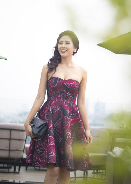 Nguyen Loan khoe ve sexy truoc ngay sang My thi hoa hau - Anh 4