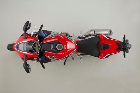 Honda CBR1000RR 2017 - 'Bua tiec cong nghe' 2 banh - Anh 5