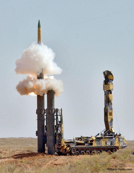Khiep so ten lua S-300 Nga trien khai toi Syria - Anh 13