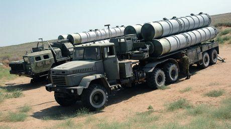 Khiep so ten lua S-300 Nga trien khai toi Syria - Anh 1