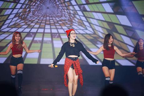 Cuoc song cua Hoa Minzy khi chia tay Cong Phuong - Anh 2