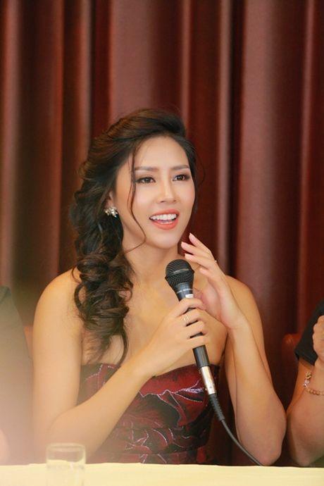 Nguyen Thi Loan trai long ve quyet dinh thi Hoa hau day bat ngo - Anh 2
