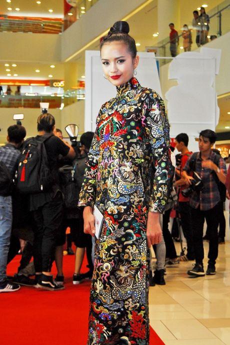 Dan top model do ve duyen dang voi ao dai - Anh 5