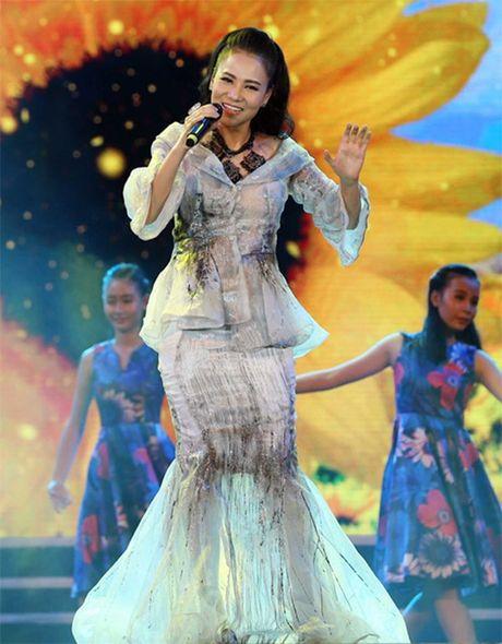 Chong chi tien ty, Thu Minh van mac xau the nay - Anh 1