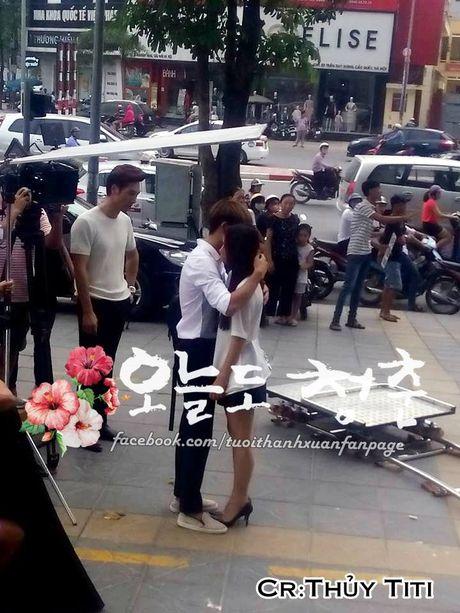 """Kang Tae Oh om cham Nha Phuong truoc mat """"ke thu ba"""" Manh Truong - Anh 4"""