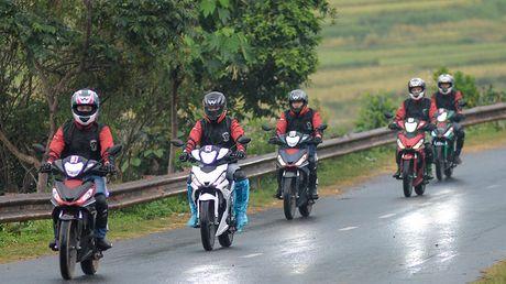 Nghe chuyen doan xe WINNER 150 di chinh phuc cuc Tay - Anh 7