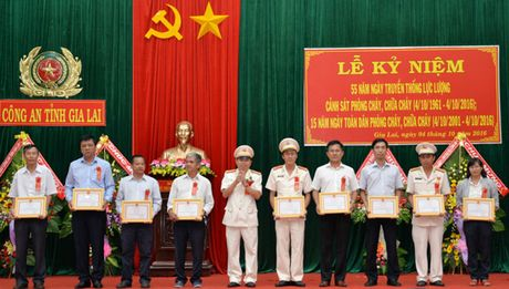 Cong an tinh Gia Lai to chuc le ky niem 55 nam thanh lap luc luong PCCC - Anh 1