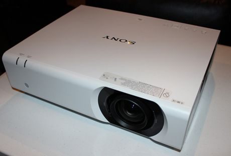 Sony ra mat cac dong may chieu chuan Full HD voi gia re mot nua - Anh 2