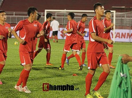 "Trieu Tien ""giau bai"" o buoi tap truoc tran gap DT Viet Nam - Anh 4"