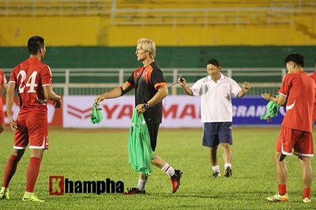 "Trieu Tien ""giau bai"" o buoi tap truoc tran gap DT Viet Nam - Anh 7"