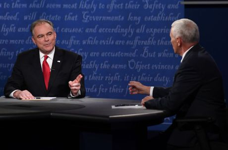 Kaine 'dung vai' pho tuong, Pence nham ghe Tong thong My 2020? - Anh 2