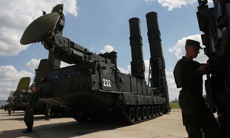 Nga trien khai he thong ten lua S-300 o Syria - Anh 1