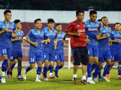 Tien dao Le Cong Vinh: 'Lua cau thu hien tai tuong duong doi tuyen vo dich AFF Cup 2008' - Anh 2
