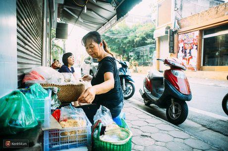 Ngay Ha Noi mat troi, di an xoi o 3 hang via he 'cu cham chan... la het' - Anh 6