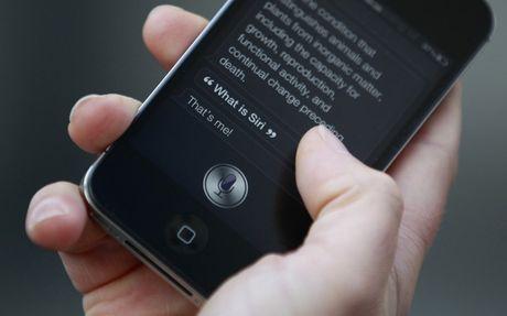 Vi sao co gai song trong iPhone lai ten la Siri? - Anh 1
