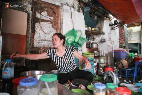 Quan bun dau noi tieng pho Cat Linh: An o day ma khong nghe thay tieng chui co khi lai mat vui! - Anh 1