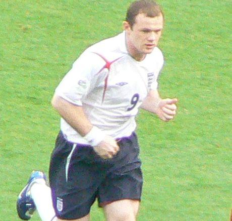 Rooney met moi chuyen da tien dao hay tien ve - Anh 4
