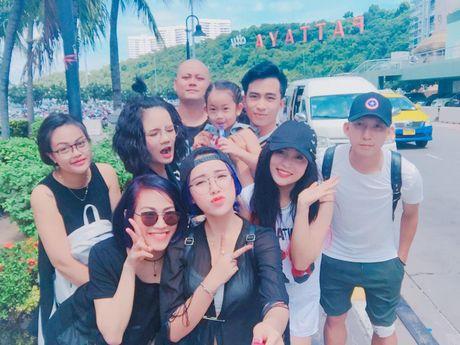Lo hen len tuyen, Nghiem Xuan Tu cung dan hot girl quay tung Pattaya - Anh 1
