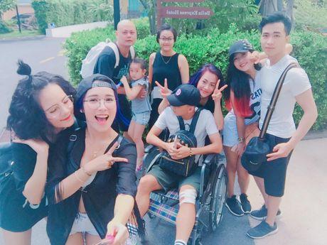 Lo hen len tuyen, Nghiem Xuan Tu cung dan hot girl quay tung Pattaya - Anh 2