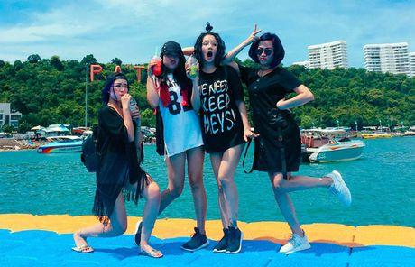 Lo hen len tuyen, Nghiem Xuan Tu cung dan hot girl quay tung Pattaya - Anh 4