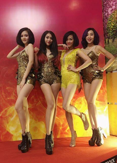 Lo hen len tuyen, Nghiem Xuan Tu cung dan hot girl quay tung Pattaya - Anh 5