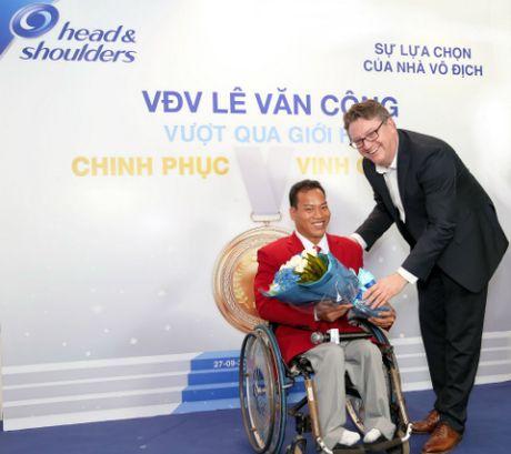 Head & Shoulders 'tiep lua' dam me cho nha vo dich Le Van Cong - Anh 2
