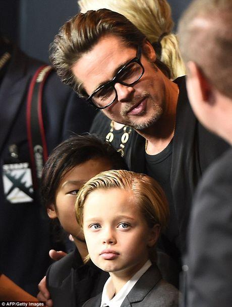 Angelina Jolie tat ta lo dieu tri tam ly cho cac con sau ly hon - Anh 5