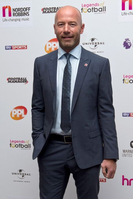 9 huyen thoai Premier League tu hop gay quy tu thien - Anh 3