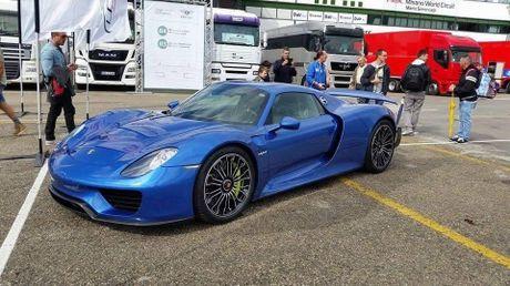 'Cha de' cua sieu xe Pagani Huayra hoa ra la 'fan cuong' cua Porsche - Anh 1