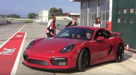 'Cha de' cua sieu xe Pagani Huayra hoa ra la 'fan cuong' cua Porsche - Anh 3