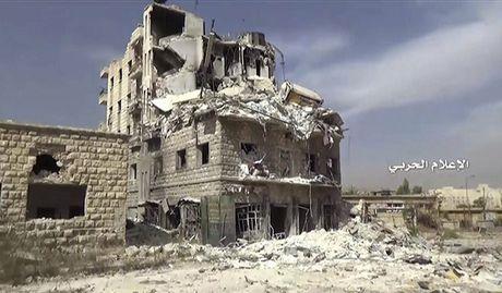 Anh ve tinh Aleppo tan hoang trong mua bom bao dan - Anh 9