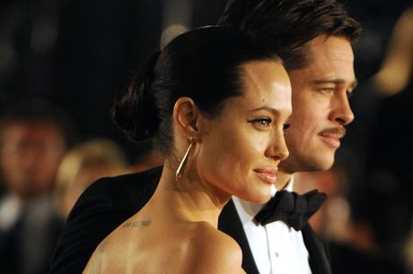 Angelina Jolie dang dieu tri tam ly voi cac con - Anh 2