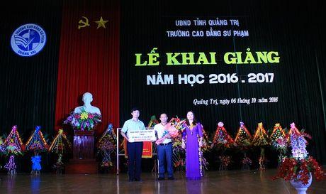 Báo PLVN tặng 20 suất học bổng cho lưu học sinh Lào