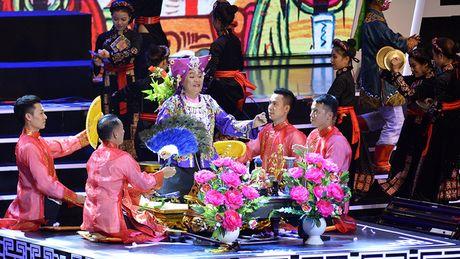 Xuan Hinh mua hau dong khien khan gia choang ngop - Anh 14