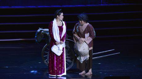 Xuan Hinh mua hau dong khien khan gia choang ngop - Anh 5