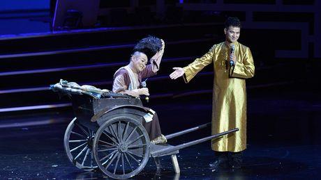 Xuan Hinh mua hau dong khien khan gia choang ngop - Anh 7