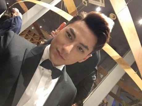 Isaac khoe ve dien trai khong kem gi sao Han tren tham do LHP Busan - Anh 3
