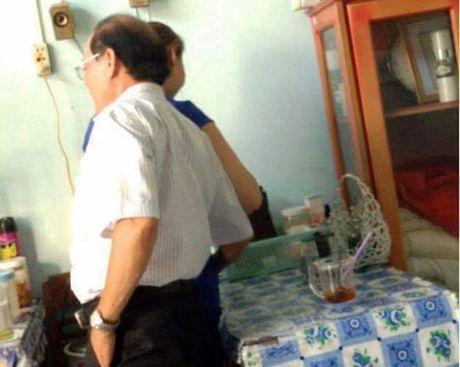 Pho giam doc so 'choang tay trung dui' tu nhan khien trach - Anh 1