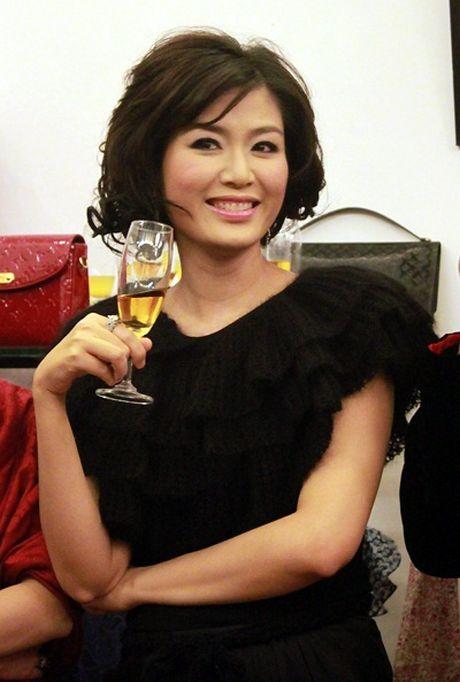 Nhan sac Hoa hau Thu Thuy sau 22 nam dang quang - Anh 4