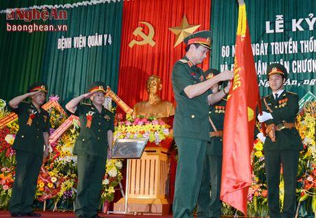 Benh vien Quan y 4 don nhan Huan chuong Bao ve To quoc - Anh 1