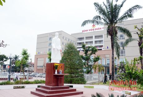 Benh vien Quan y 4 don nhan Huan chuong Bao ve To quoc - Anh 2