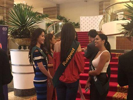 Nam Em tham gia hoat dong dau tien tai Hoa hau Trai dat 2016 - Anh 10