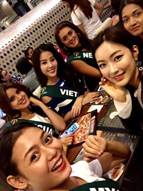 Nam Em tham gia hoat dong dau tien tai Hoa hau Trai dat 2016 - Anh 11