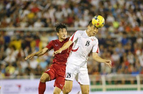 Viet Nam 5-2 Trieu Tien: Con mua ban thang tren san Thong Nhat - Anh 2