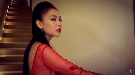 Thu Minh bieu cam 2 sac thai doi lap trong MV rung ron vua ra mat - Anh 1