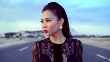 Thu Minh bieu cam 2 sac thai doi lap trong MV rung ron vua ra mat - Anh 2
