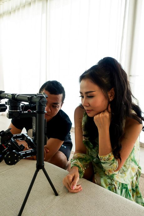 Thu Minh bieu cam 2 sac thai doi lap trong MV rung ron vua ra mat - Anh 7